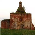 Северный фасад церкви Илии Пророка в Пруссах Коломенского района Московской области. Период: 15 июня 2007 года
