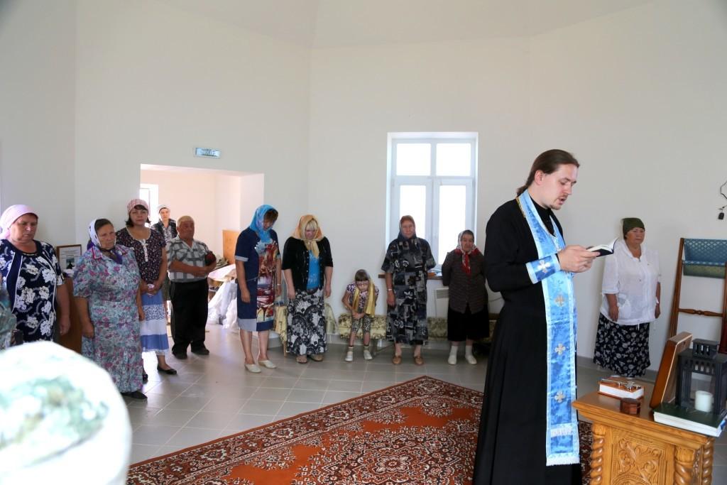 Священник Иоанн Анатольевич Бакушкин на Престольном празднике в Смоленском храме-часовне деревни Молитвино