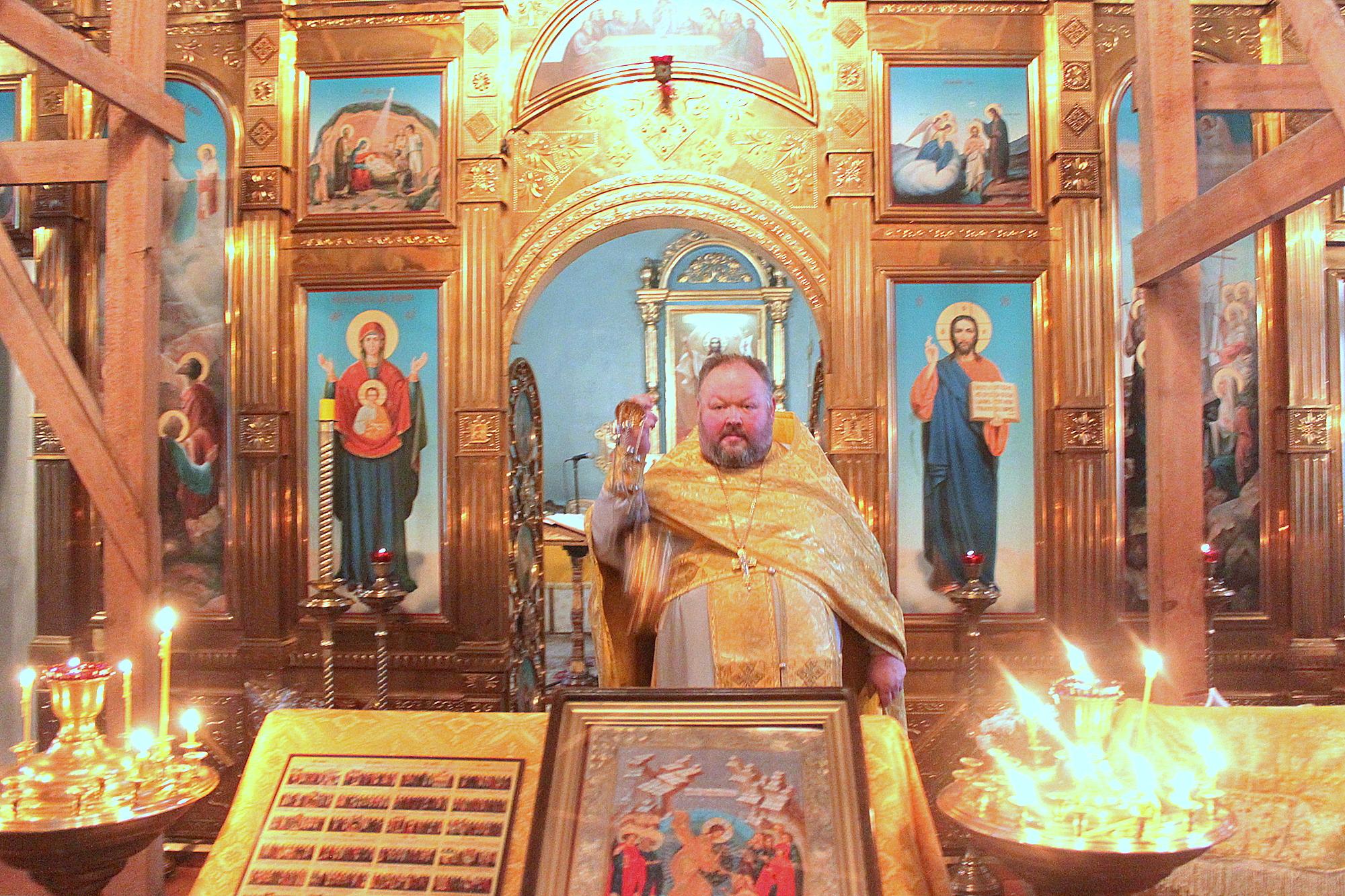 Миссионерская Литургия в Знаменском храме села Непецино