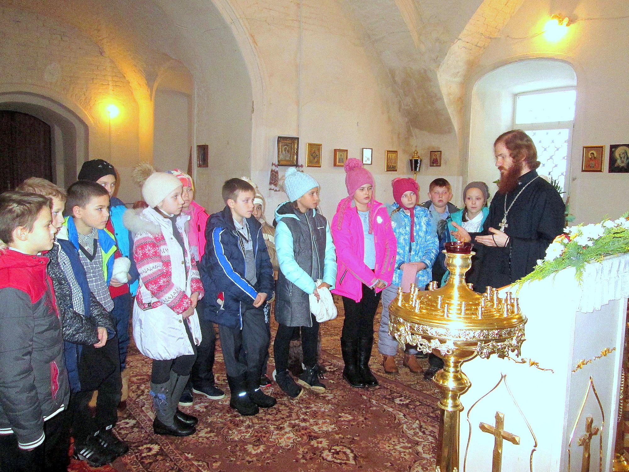 Школьники во Владимирском храме поселка Индустрия - Коломенское благочиние
