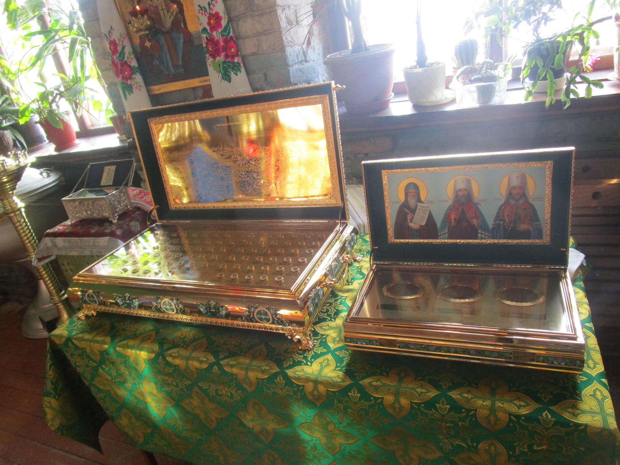 Принесение ковчегов с частицами мощей святых Киево-Печерской Лавры в Свято-Духовский храм села Шкинь