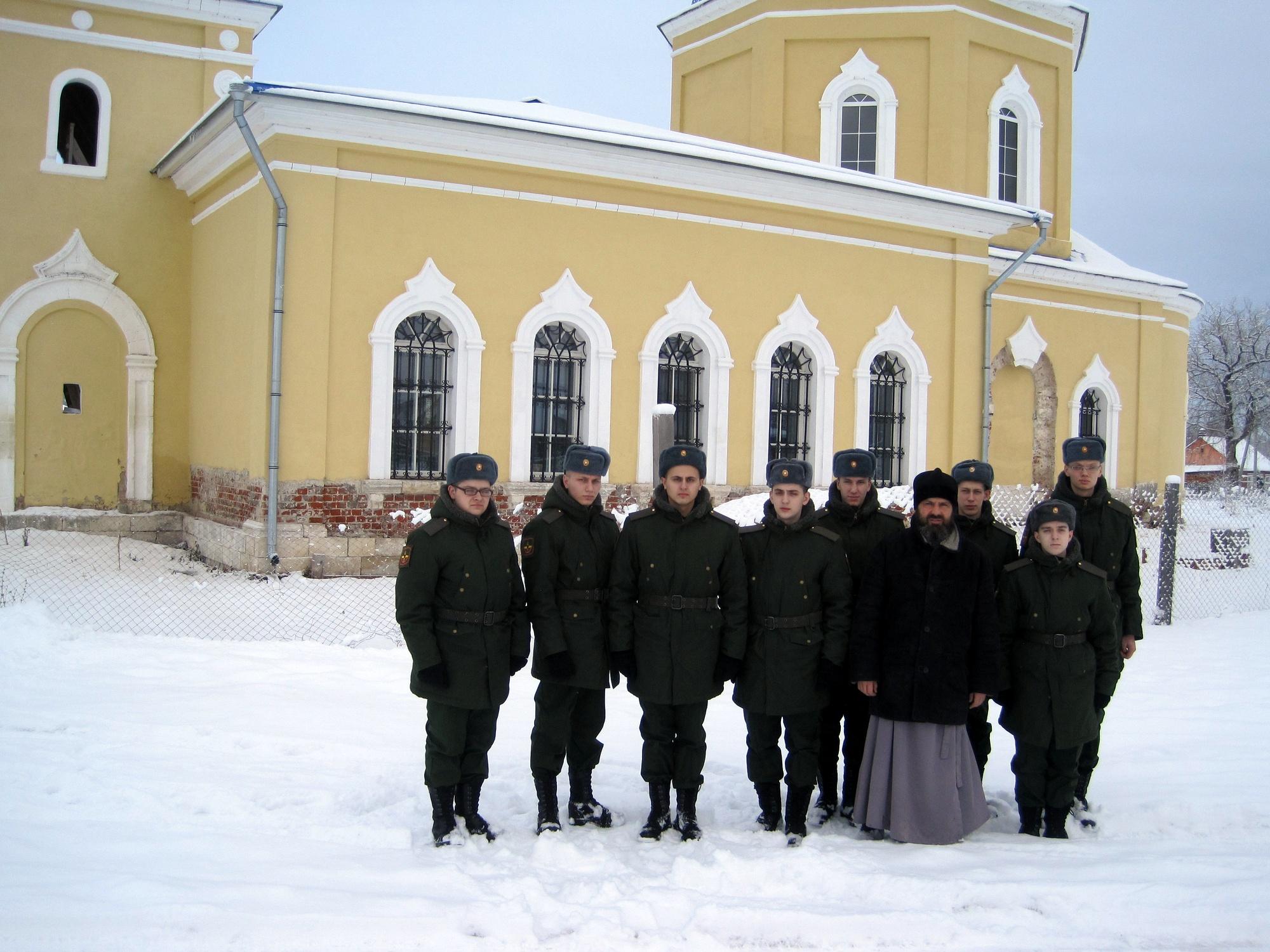 Посещение военнослужащими Казанского храма деревни Грайвороны