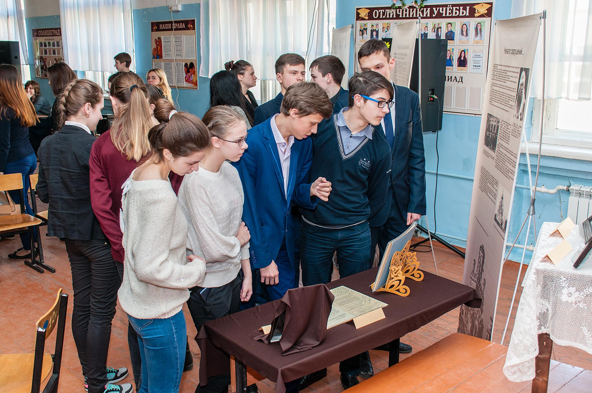 Передвижная выставка о новомучениках Коломенских в Песковской средней школе