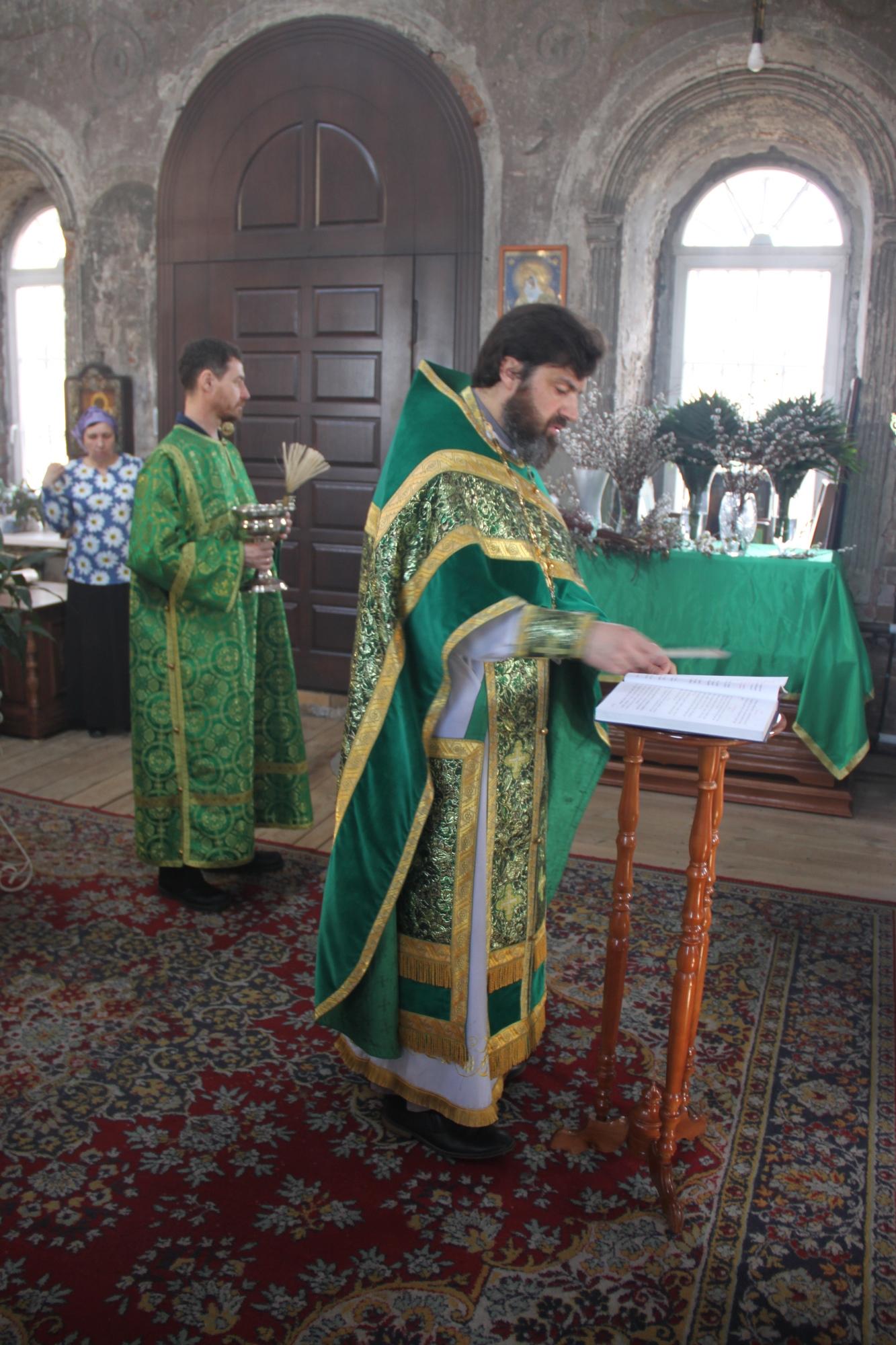 Вербное воскресенье на приходе Казанского храма деревни Грайвороны
