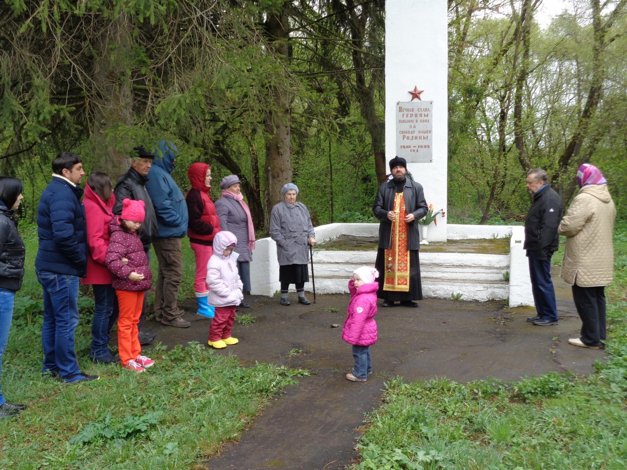 Заупокойная лития у воинского мемориала в деревне Туменское