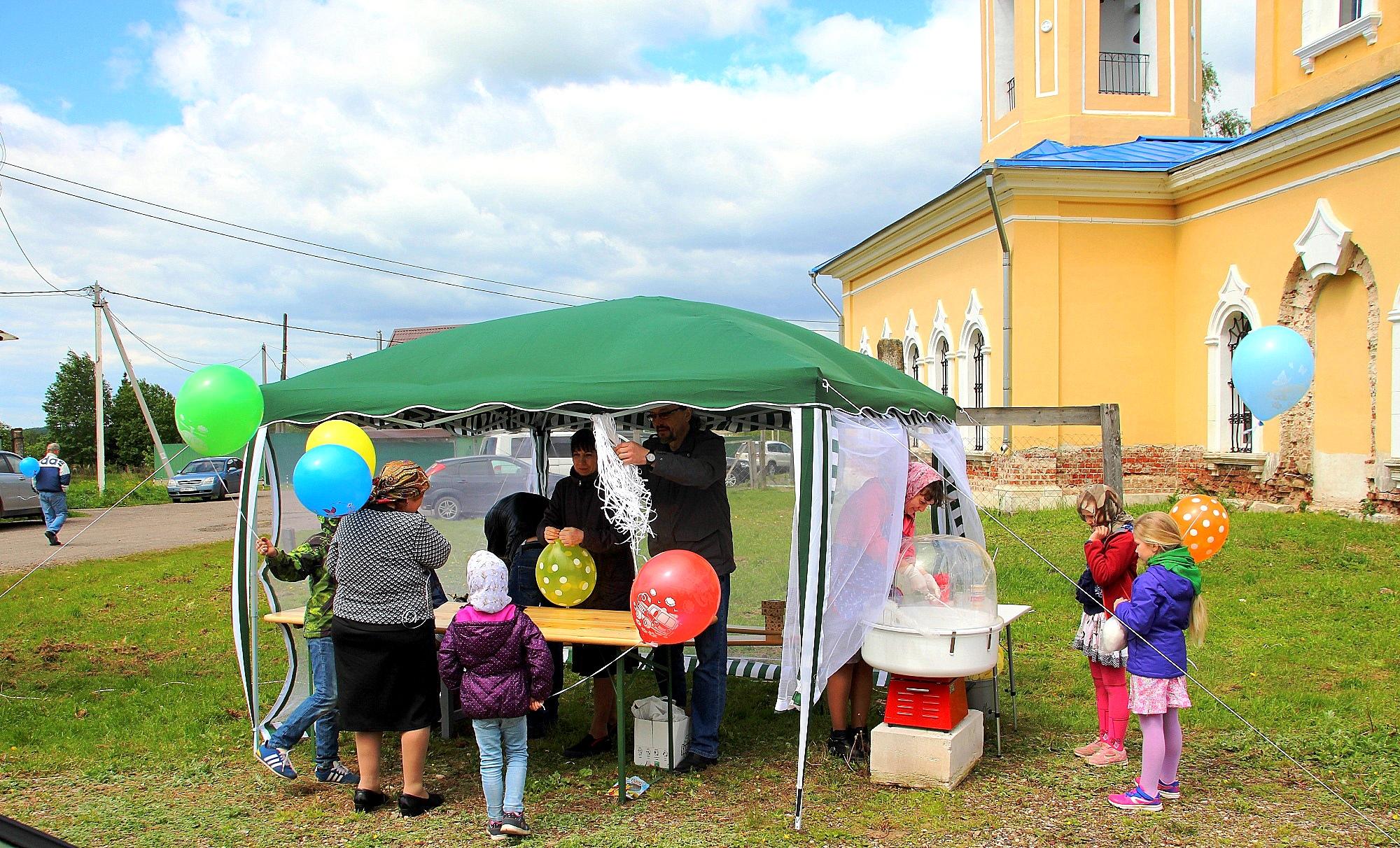 День Святой Троицы на приходе Казанского храма деревни Грайвороны