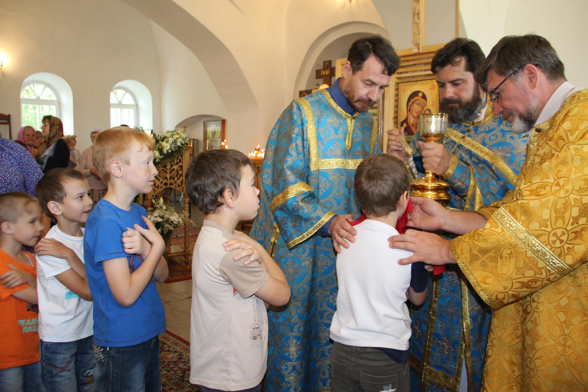 Престольный праздник в Казанском храме деревни Грайвороны