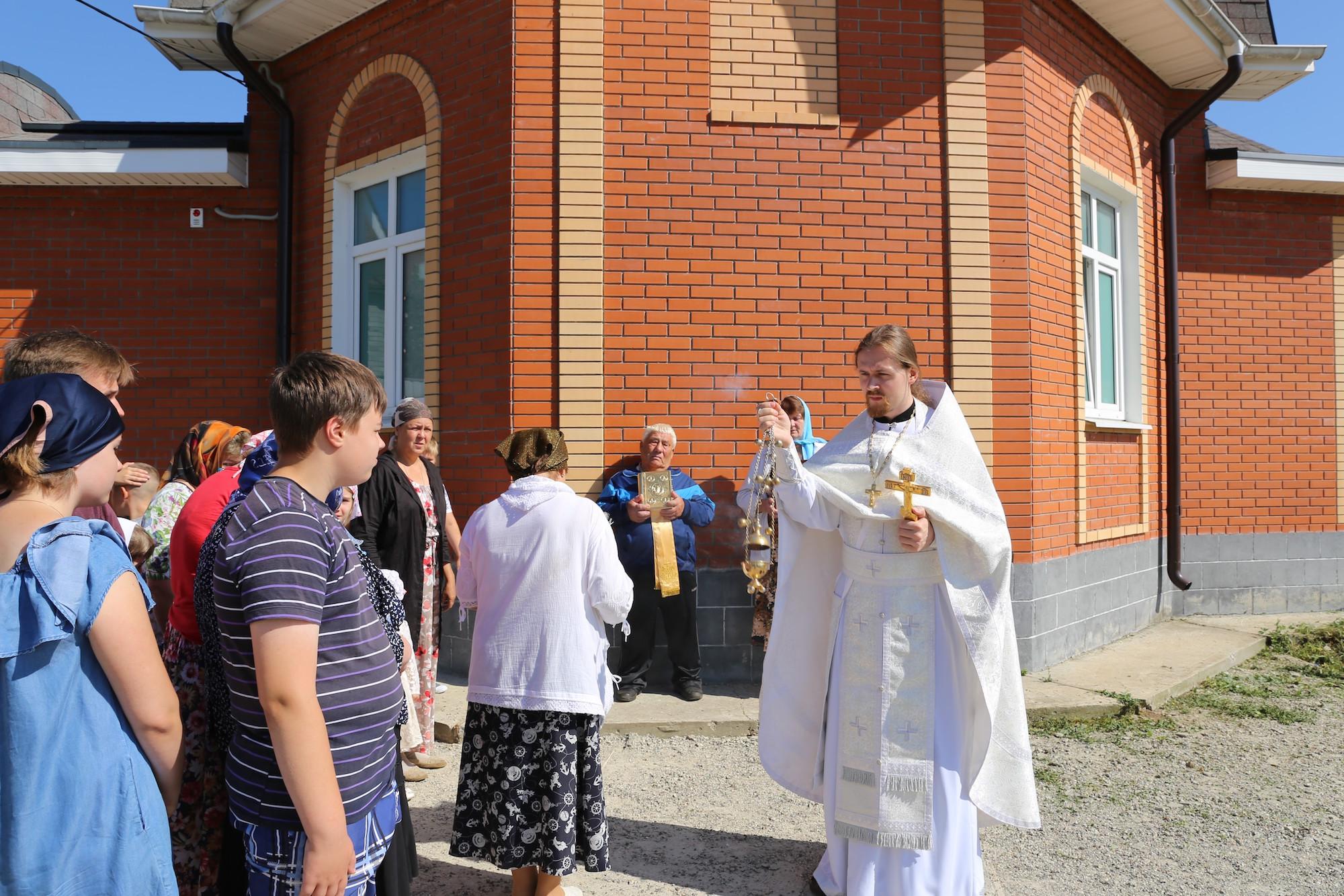 Престольный праздник в строящемся Смоленском храме деревни Молитвино