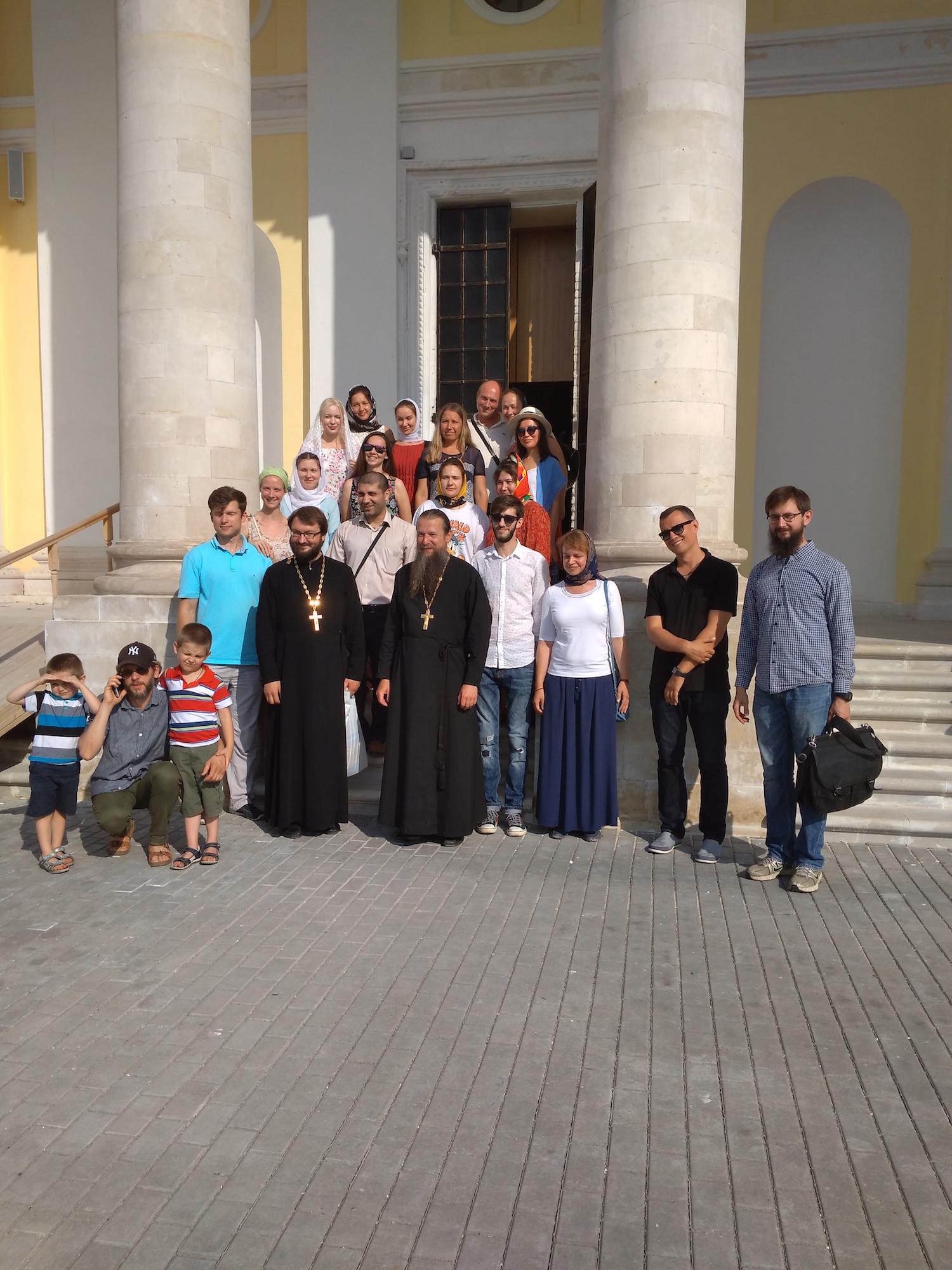 Паломники в Свято-Духовском храме села Шкинь