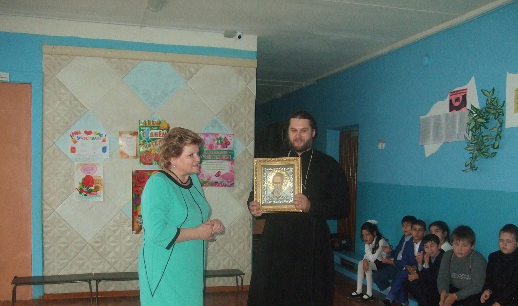 в Пирочинской основной школе прошел торжественный акт ко Дню учителя