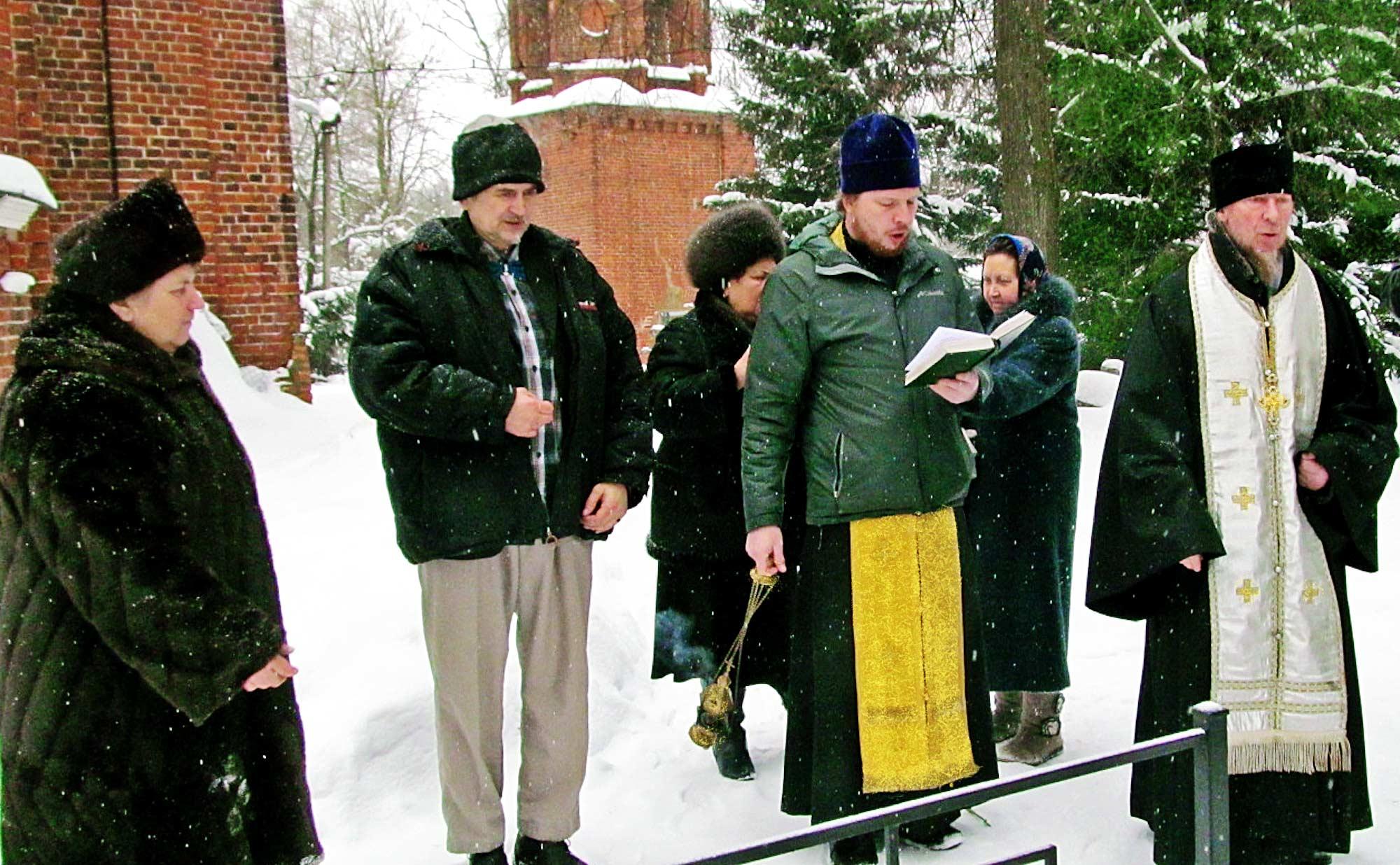 Панихида на могиле иеромонаха Варфоломея (Кондакова)