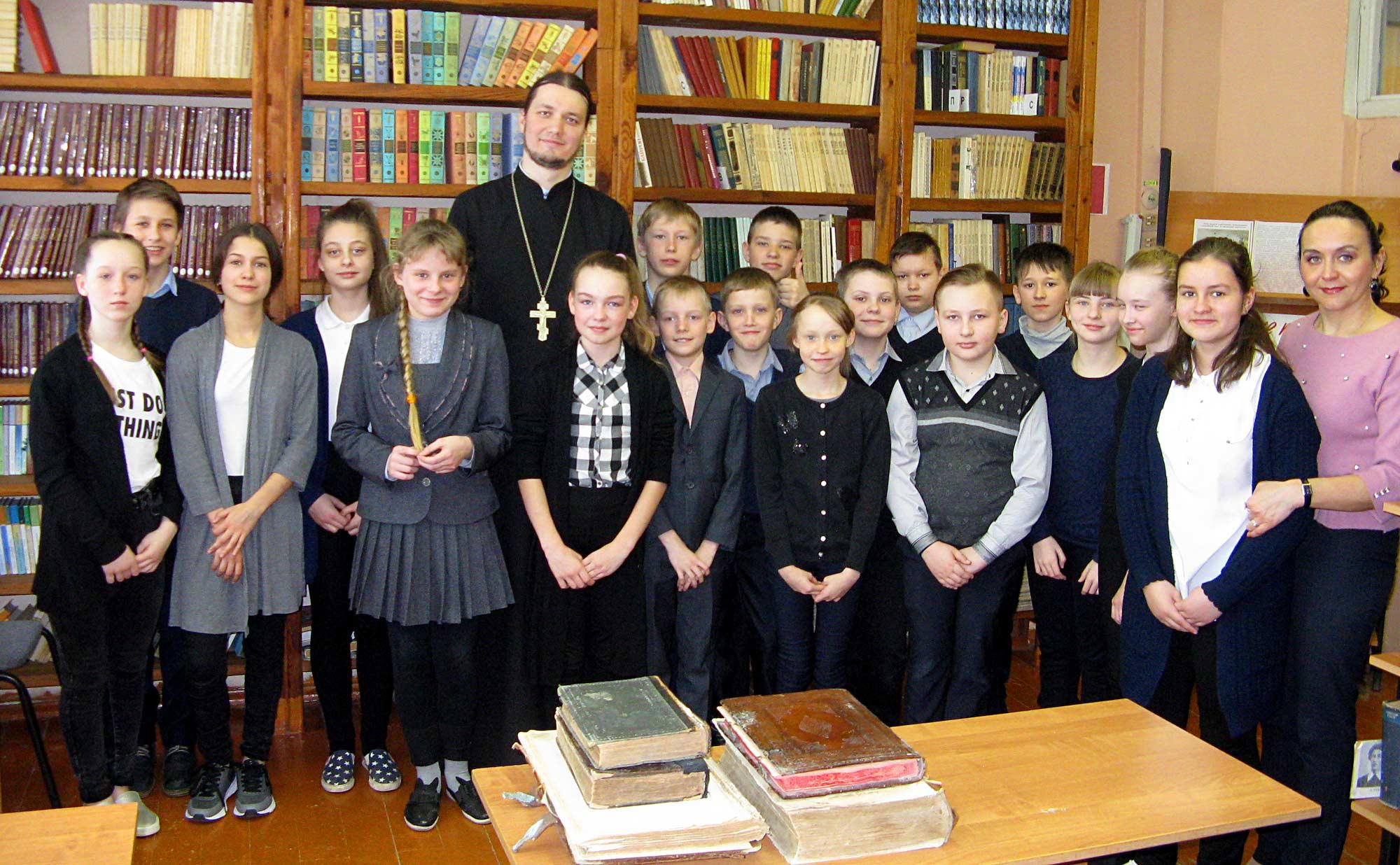 День православной книги на приходе Никольского храма поселка Пески