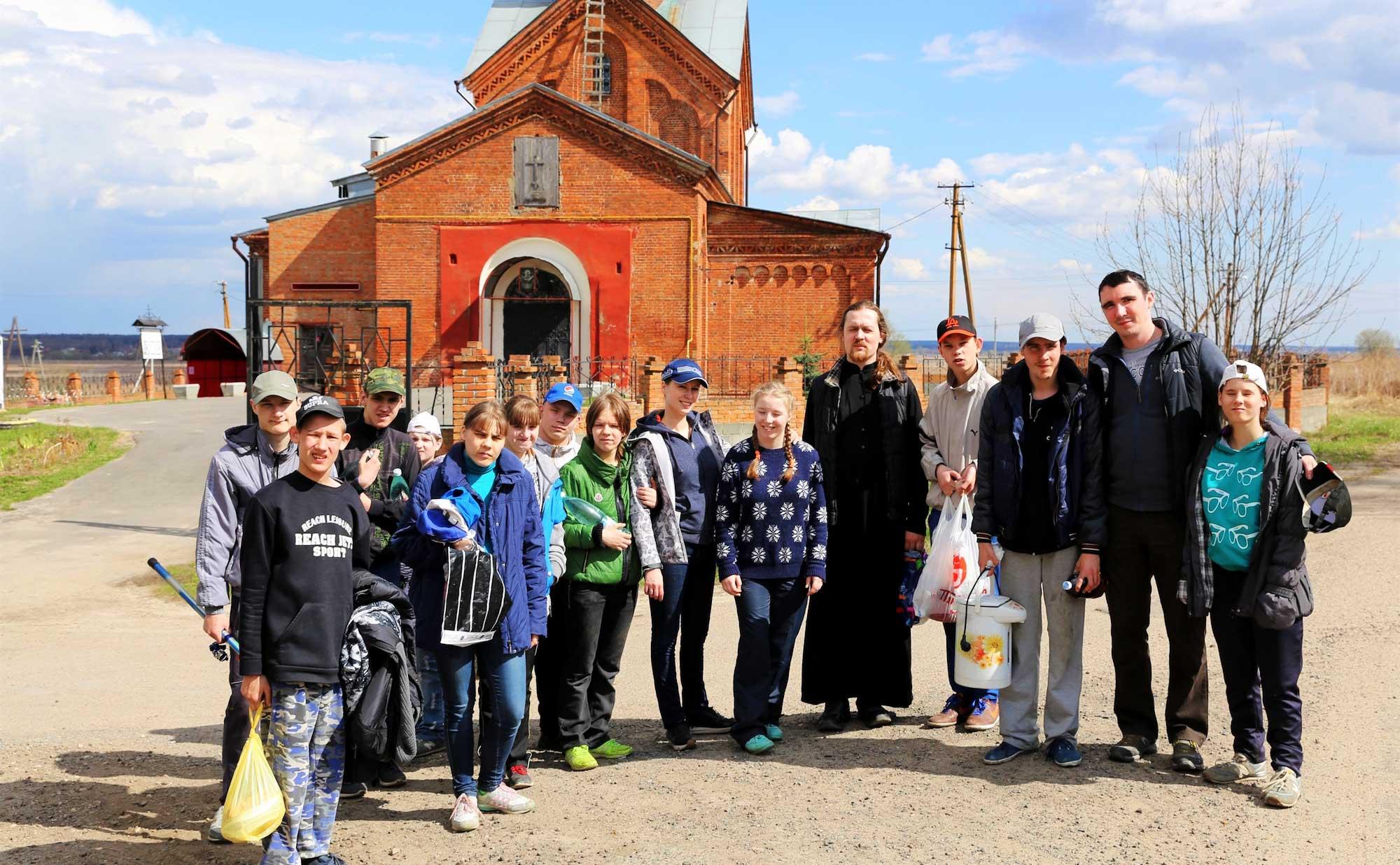 Воспитанники Коломенского детского дома-интерната в Покровском храме села Никульское