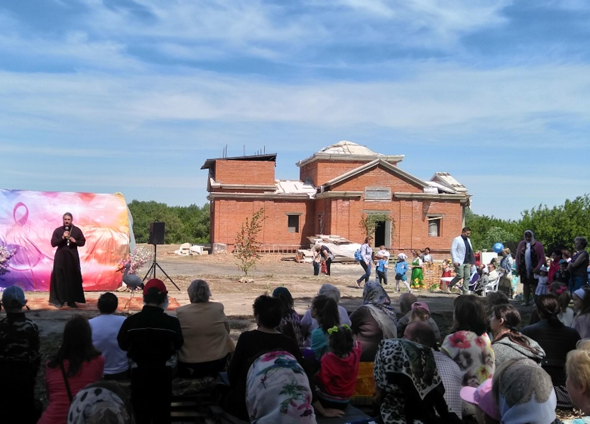 Первая Божественная литургия в строящемся Троицком храме села Пирочи