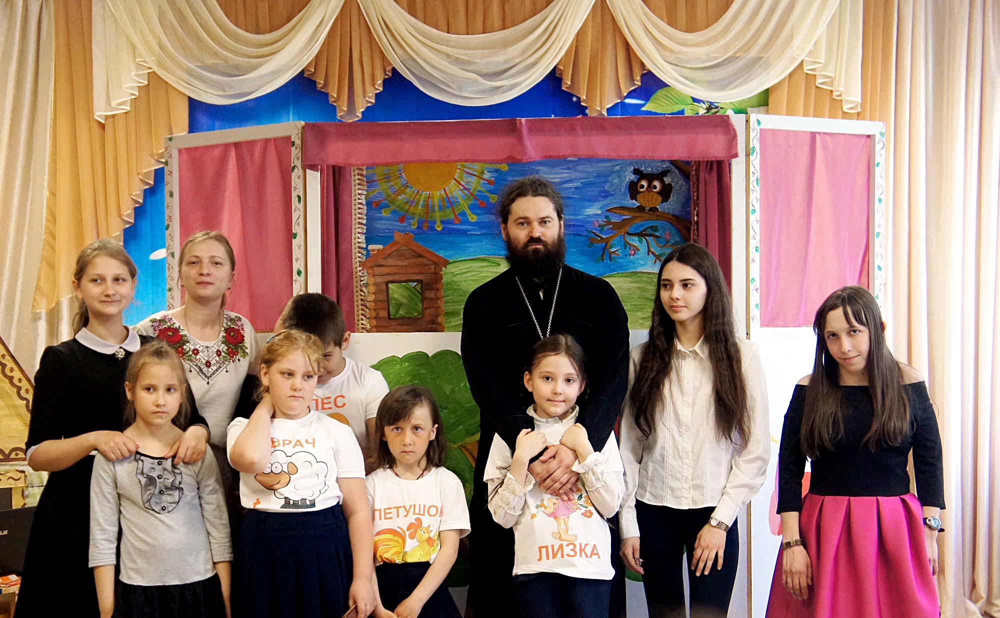 Спектакль в детском саду «Светлячок» поселка Проводник